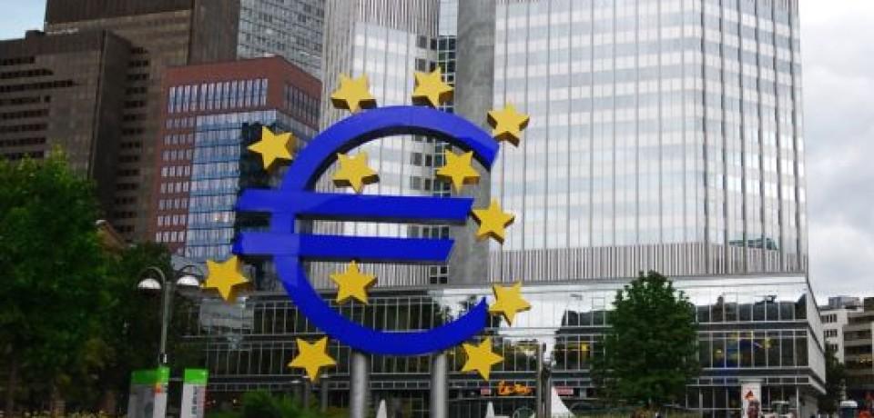 ЕЦБ уменьшил все ключевые ставки, и курс евро упал