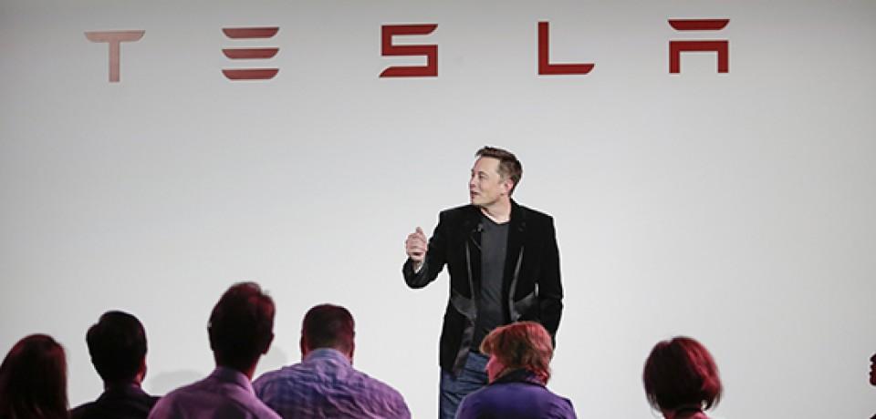 Илон Маск продаст акции Tesla почти на $600 млн
