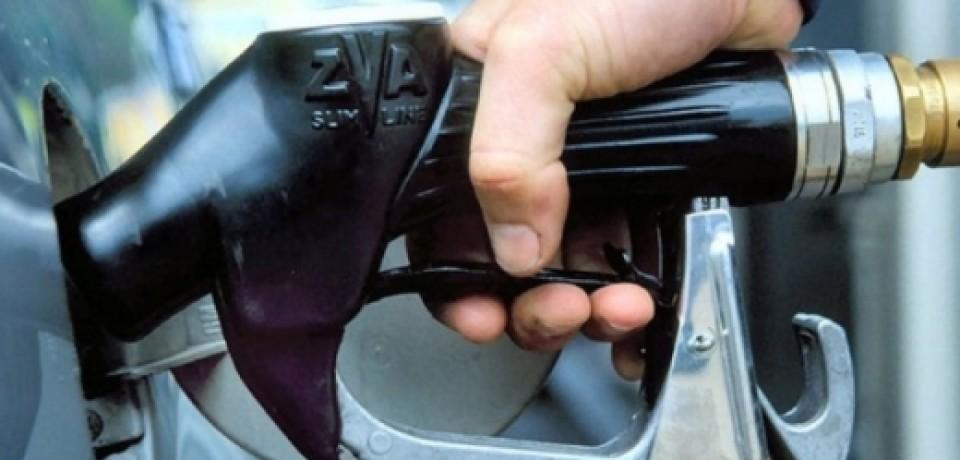 Бензин в США подорожал за месяц более чем на 14%