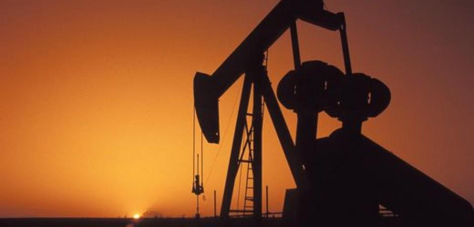 Нефть стоит выше 50 долларов за баррель