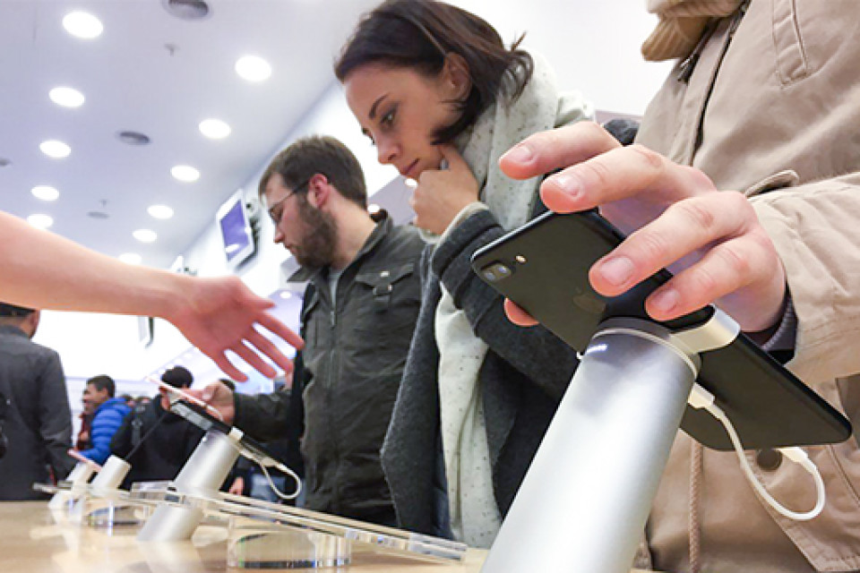 Ограниченные поставки iPhone 7 вРоссию привели кажиотажу вмагазинах