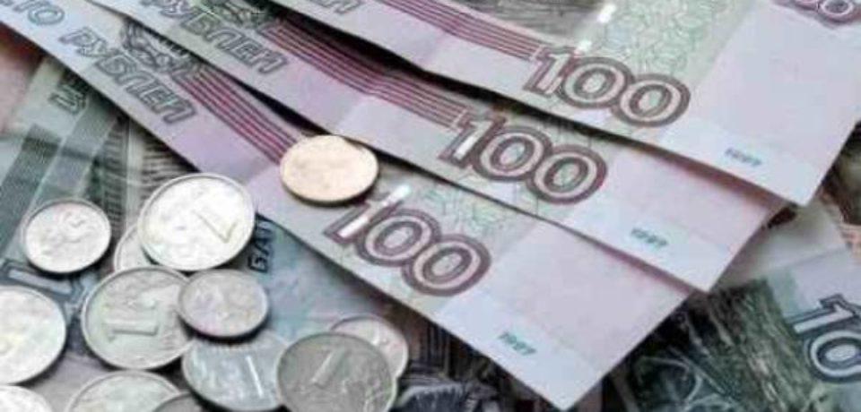 Рубль слабо реагирует на рекордное падение цены на нефть