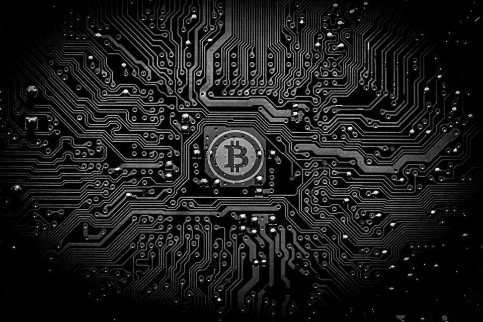 Новости Биткойн: криптофоны, шпионские игры